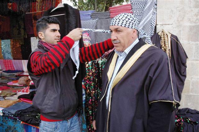 Yöresel kıyafetler yerli ve yabancı turistlerin ilgisini çekiyor