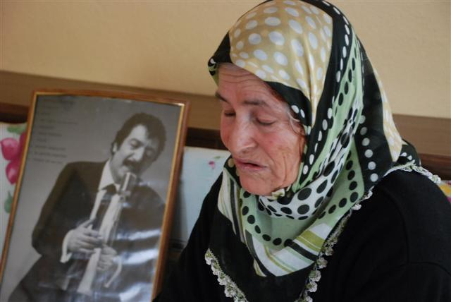 Müslüm Gürses'in Annesi Gözyaşlarına Boğuldu