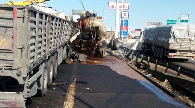 Tanker ile TIR çarpıştı