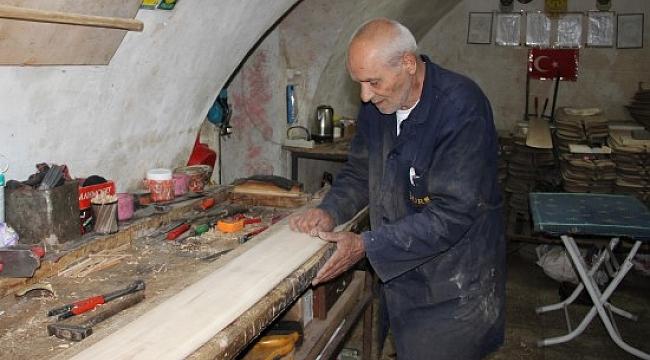 77'lik usta yaptığı kürekleri dünyaya ihraç ediyor