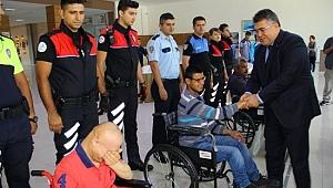 Engellilere tekerlekli sandalye hediye edildi