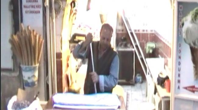 Urfalı Mehmet usta'dan dondurma şov(Video)