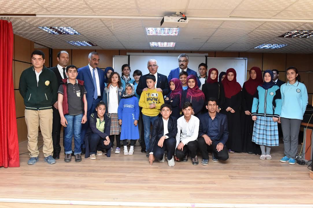 Vali Tuna Hilvanlı öğrencileri ödüllendirdi
