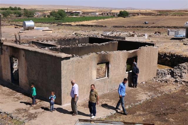 3 çocuğunu yangında kaybeden acılı aileye Belediye sahip çıktı