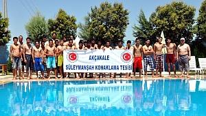 Çadırkentteki Suriyeliler yüzme öğreniyor