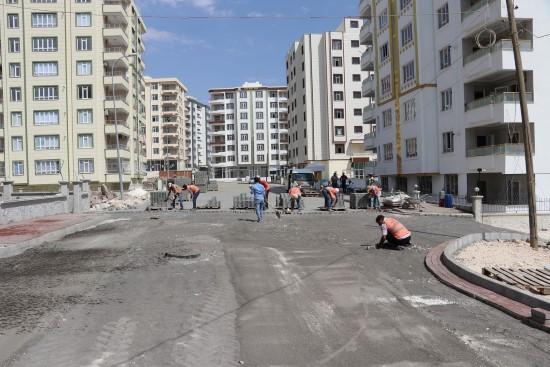 Doğukent'te yollar kilitli parkeyle döşeniyor