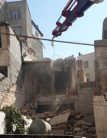 Şanlıurfa'da tehlikeli yapı yıkıldı