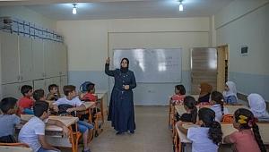 Savaş mağduru çocuklar geleceğe hazırlanıyor