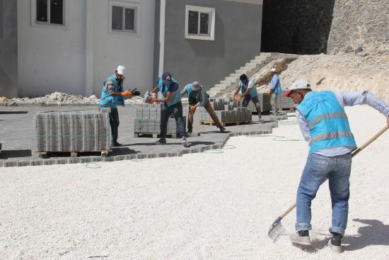 Turkuaz Eyyübiye konutlarında yol yapımı sürüyor