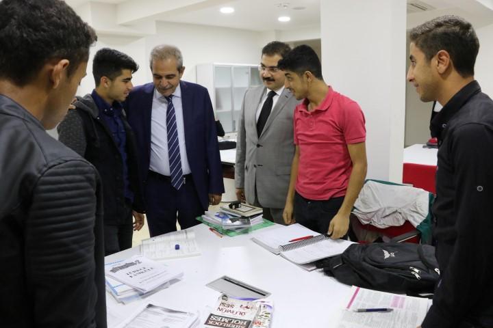 Demirkol, eğitim merkezindeki öğrencilerle bir araya geldi