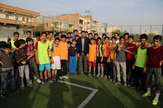 Ekinci, futbol turnuvasında gençlerle bir araya geldi