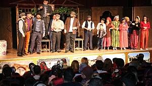 Şehir tiyatrosu 'komşu köyün delisi' ile perdelerini açtı