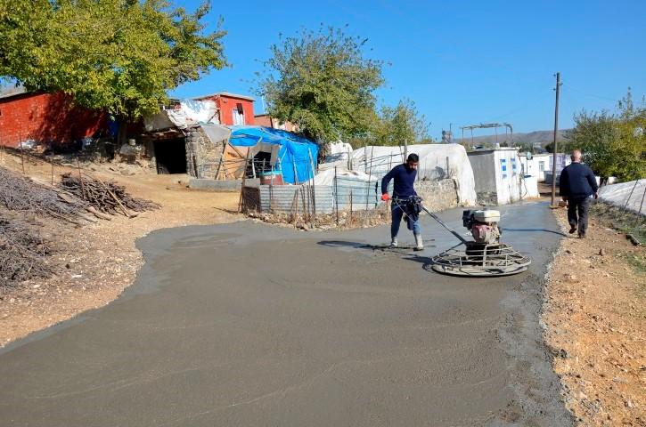 Siverek kırsalının yol sorunu çözülüyor