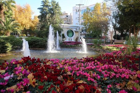 Haliliye'deki parklarda renk cümbüşü