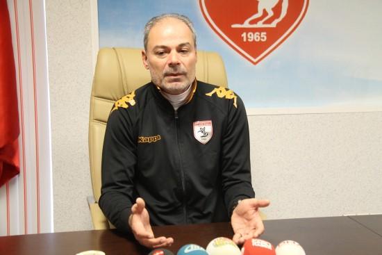 İpekoğlu: Futbolcu alacaklarını istediği için dayak yiyor