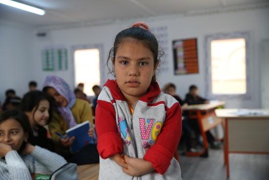 Suriyeli kızın okuma aşkı