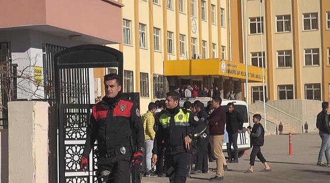 Polis gençlere sahip çıkıyor