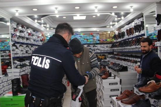 Şanlıurfa'da polisten duygulandıran davranış