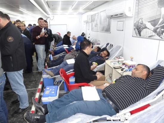 Yağışlı havaya rağmen kan bağışına yoğun ilgi