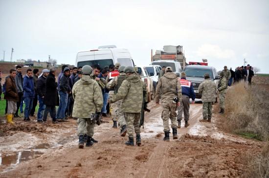 Sele kapılan kayıp 2 askere 15 saattir ulaşılamıyor