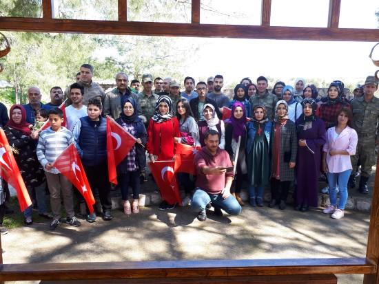 Gençlerden Mehmetçiğe moral ziyareti