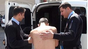Hastaneden çıplak halde kaçan genci polis yakaladı