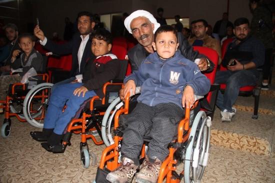 Kırsaldaki engellilerin tekerlekli sandalye sevinci