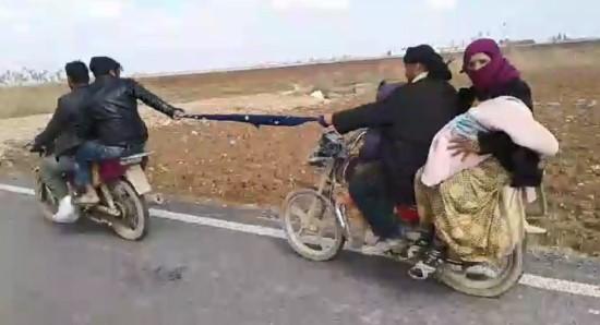 Motosikletlilerin şaşkına çeviren yolculuğu