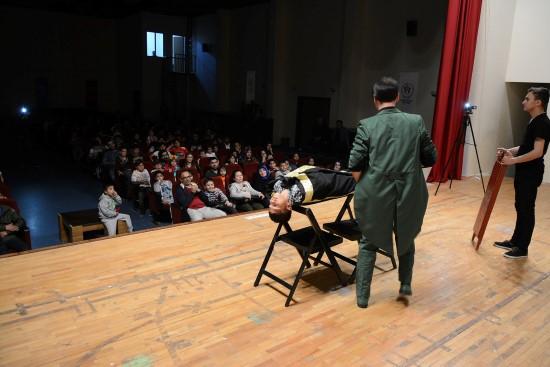 Kırsal mahalle öğrencilerine sirk etkinliği