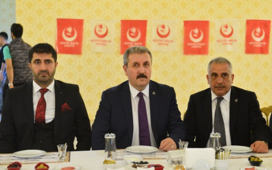 Türkiye herkesin hakkını savunuyor