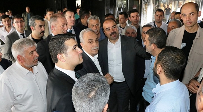 Çiftçi AK Partili adaylarla esnafı ziyaret etti