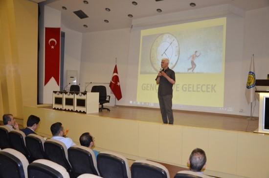 HRÜ'de Gençlik ve Gelecek konulu konferans