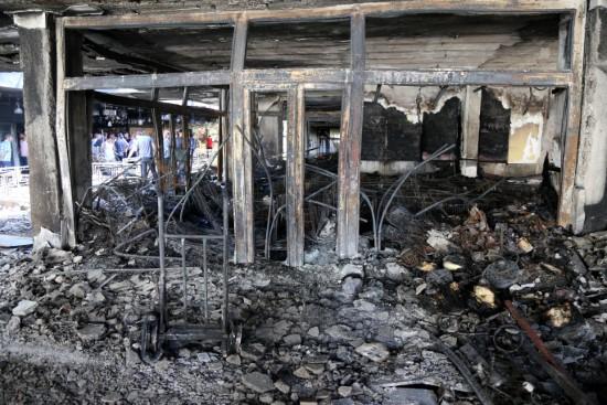 İş merkezi yangınında 10 iş yeri küle döndü
