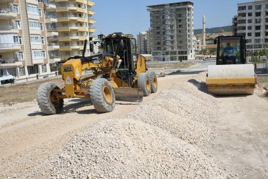 Karaköprü'de yol çalışmaları ramazan'da sürüyor
