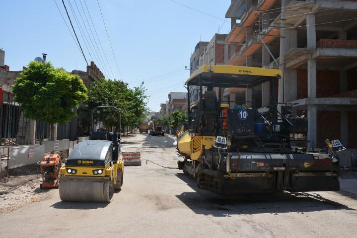 Alt yapısı tamamlanan mahallelerde asfaltlama başladı