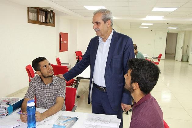 Demirkol, sınavlara hazırlanan gençleri ziyaret etti