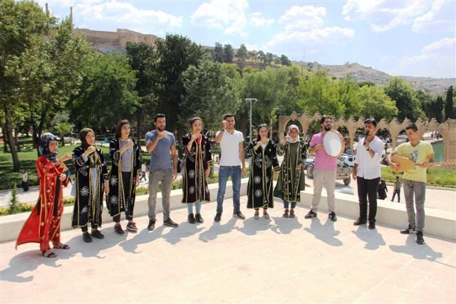 İşaret dili ile Urfa türküsünü okudular