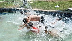 Şanlıurfa'da çocukların tehlikeli serinlemesi