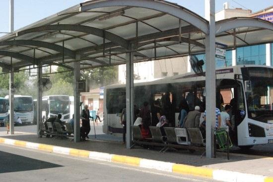 Şanlıurfa'da otobüs durakları fıskiyelerle serinletiliyor
