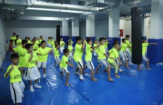 Yaz spor okulları, gençlere sporu aşılıyor