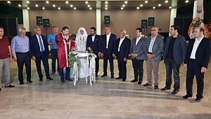 Yıldız, Çiftçi ve Koç ailelerinin düğün törenine katıldı
