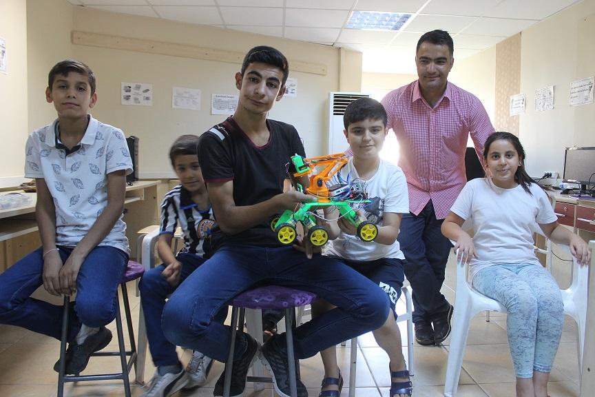 Siverekli öğrenciler ses komutu ile hareket eden robot üretti
