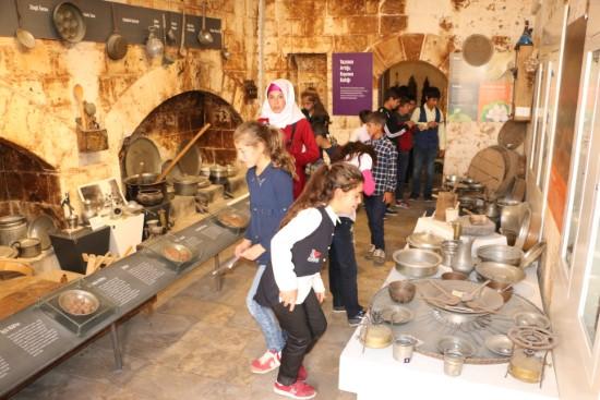 Büyükşehir'den öğrencilere tarih turu