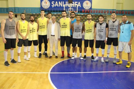 Demirkol'dan basketbol takımına destek ziyareti