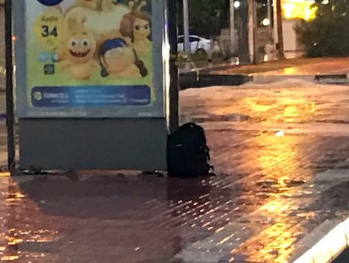 Dolmuş durağındaki şüpheli çanta fünye ile patlatıldı