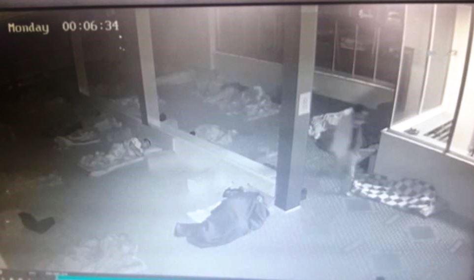Hasta yakınları misafirhanesinde hırsızlık anı kamerada