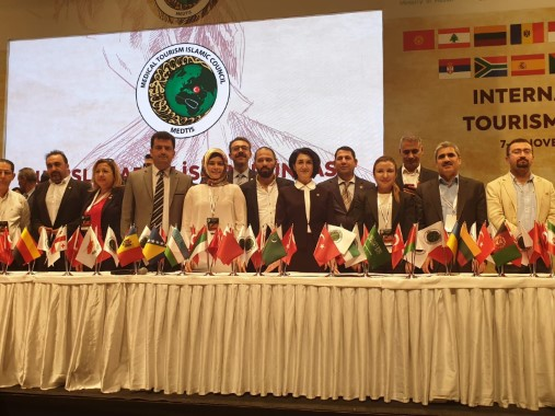 Açanal, sağlık turizmi kongresine katıldı