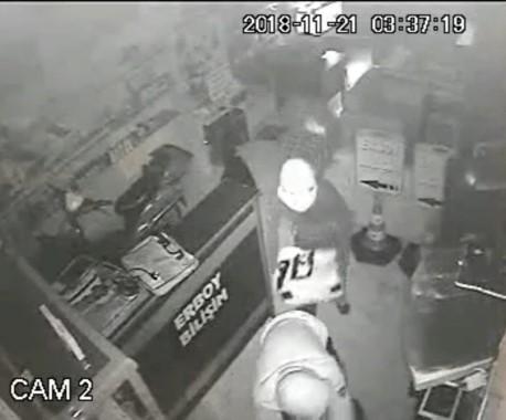 Bilgisayar hırsızlığı kameralara yansıdı