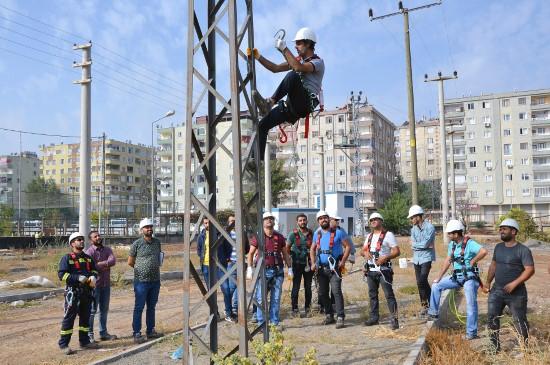 Dicle Elektrik'ten personele yüksekte çalışma eğitimi