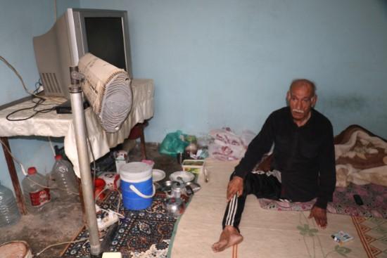 Engelli yaşlı adamın yaşam mücadelesi yürekleri burktu
